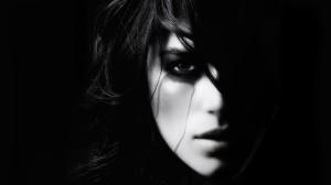 women-dark_00368198