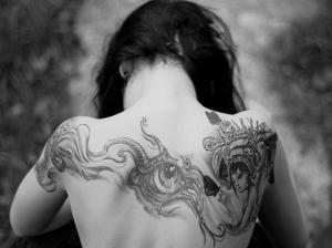 gray_cold_morning_arms_tattoo_back_women_hd-wallpaper-1592229